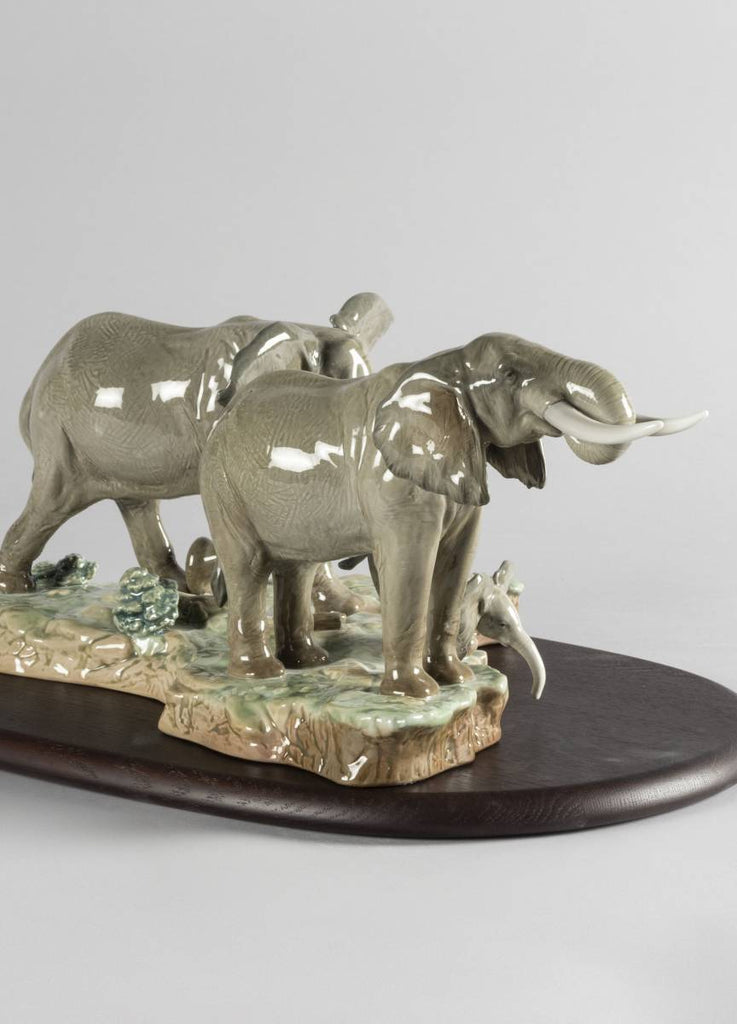 Lladro A Stop Along The Way Elephants Sculpture 01009387