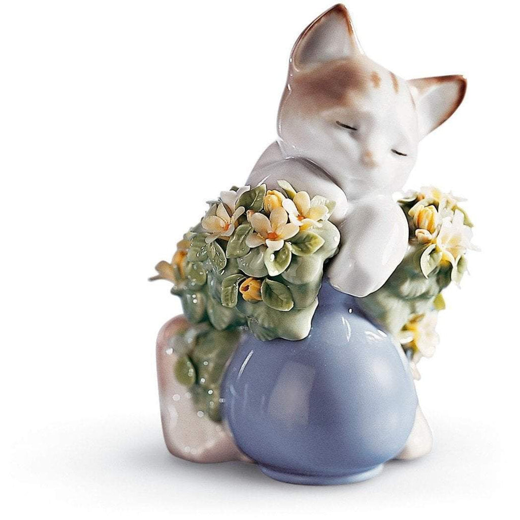 Lladro Dreamy Kitten Figurine 01006567
