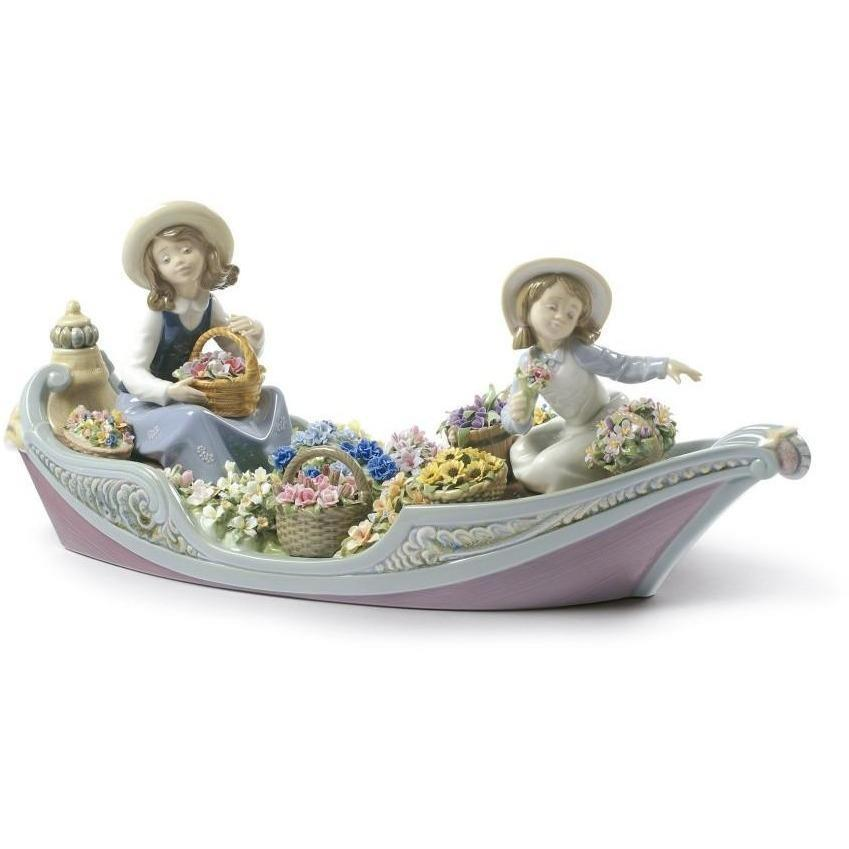 Lladro Flowers Forever Figurine 01009203