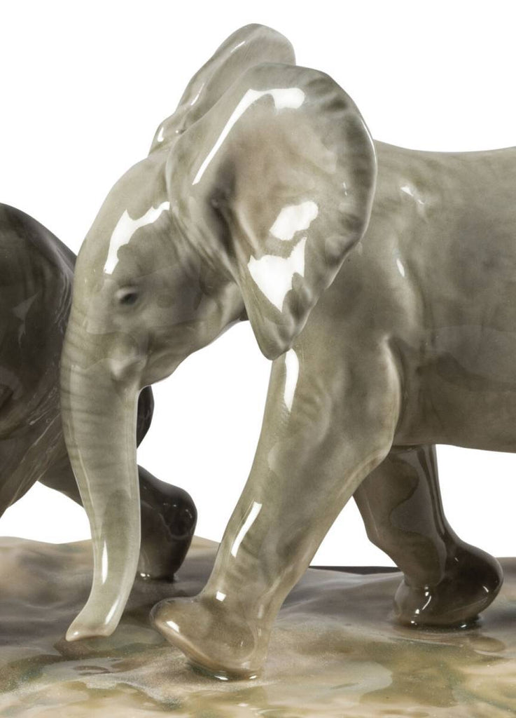 Lladro Following The Path Elephants Sculpture 01009390
