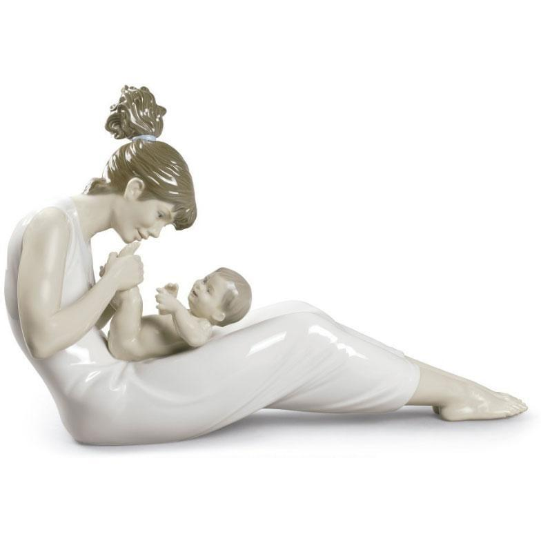 Lladro Giggles With Mom Figurine 01009152