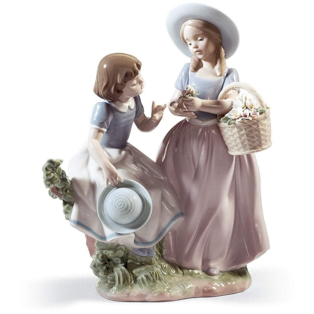 Lladro Girlfriends Figurine 01006949