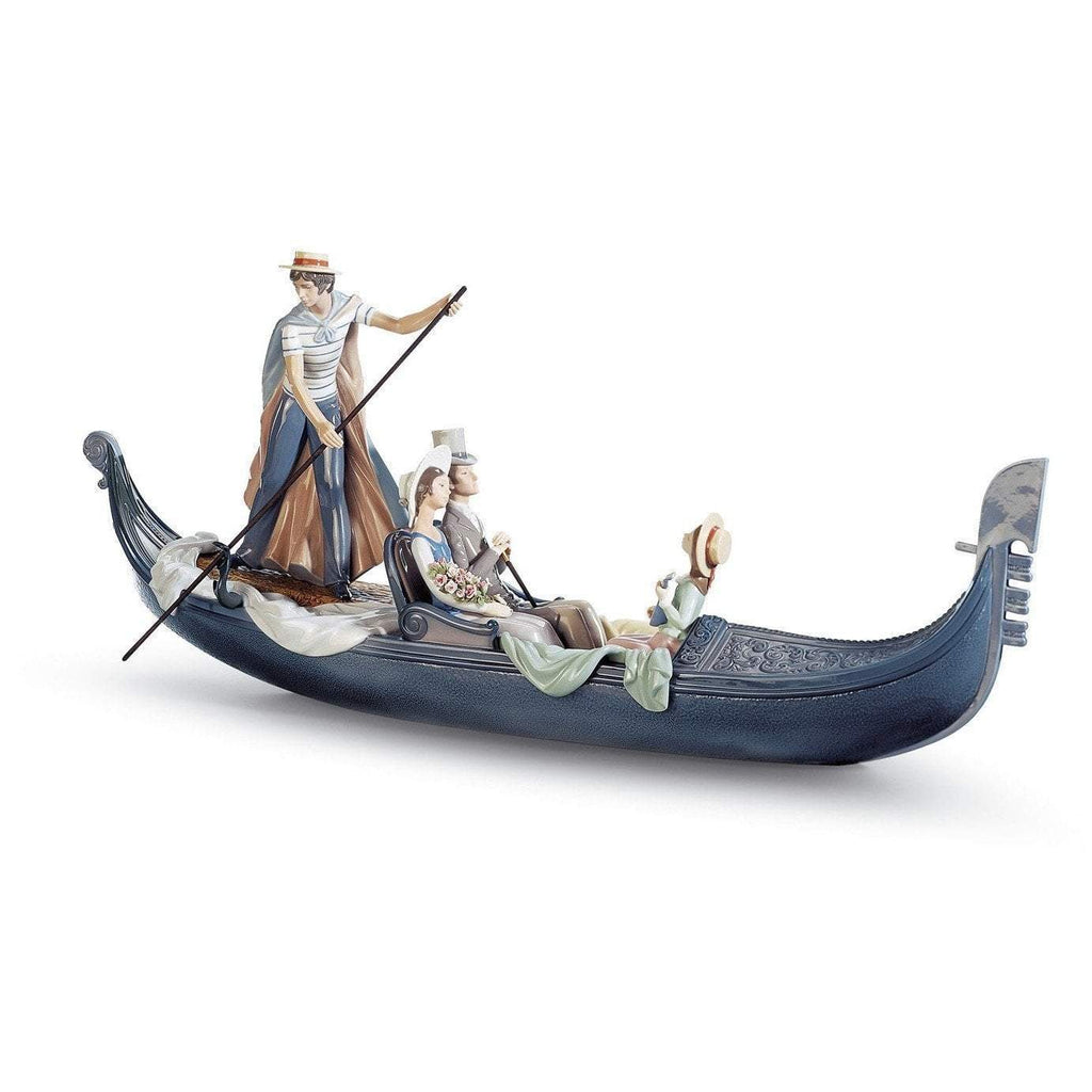 Lladro In The Gondola Figurine 01001350