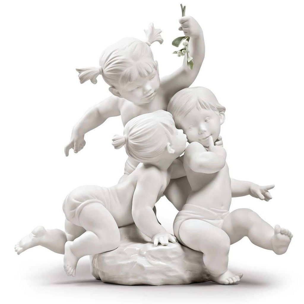 Lladro Kiss Under The Mistletoe Figurine 01009372