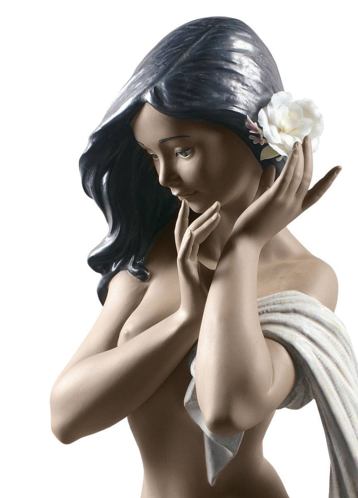 Lladro Subtle Moonlight Woman Figurine Limited Edition 01012554