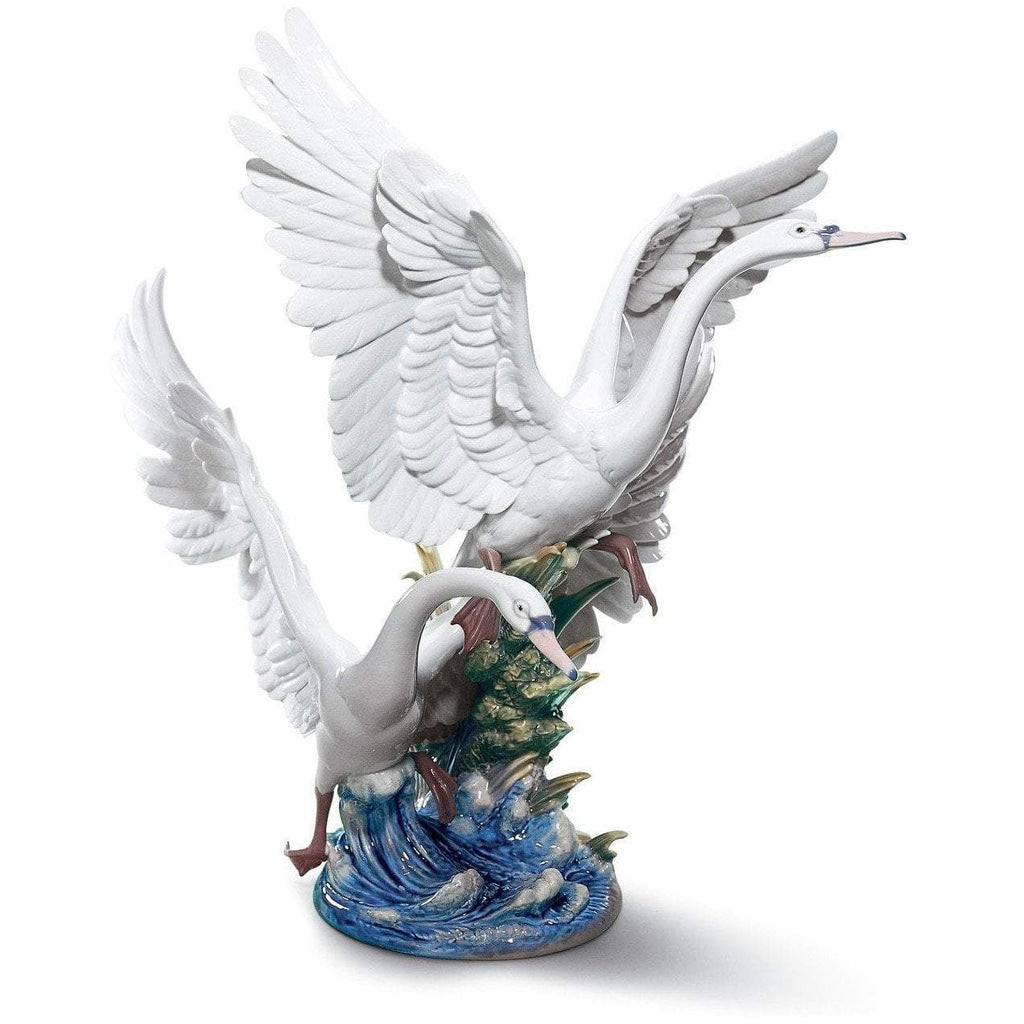 Lladro Swans Take FLight 01005912