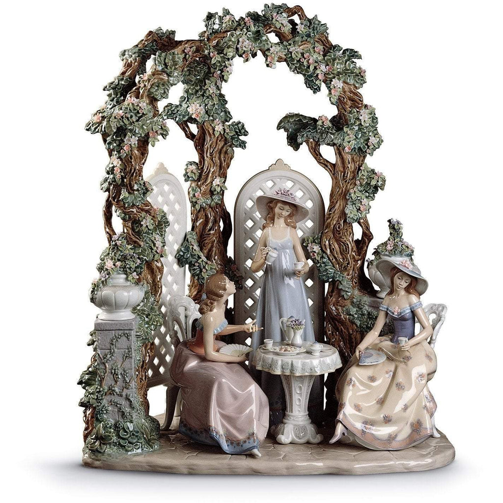 Lladro Tea In The Garden Figurine 01001759