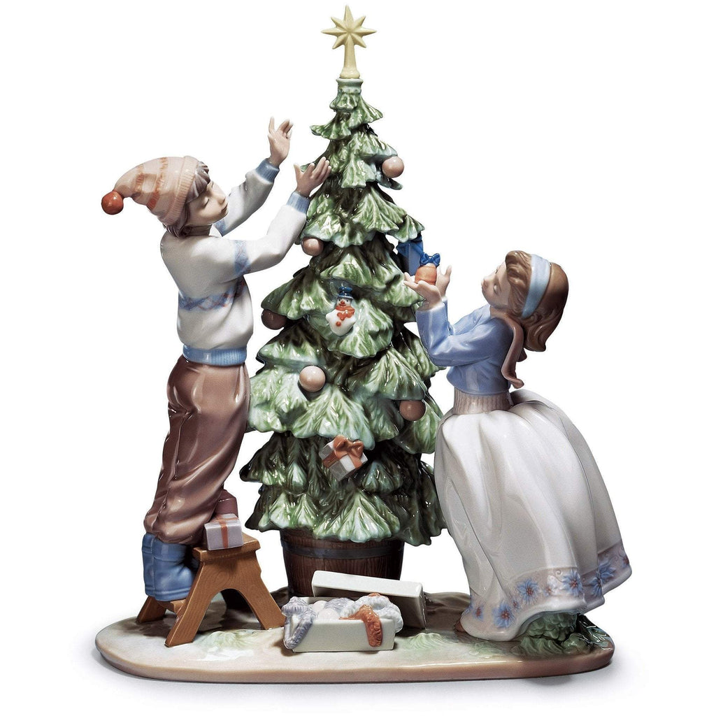 Lladro Trimming The Tree Figurine 01005897