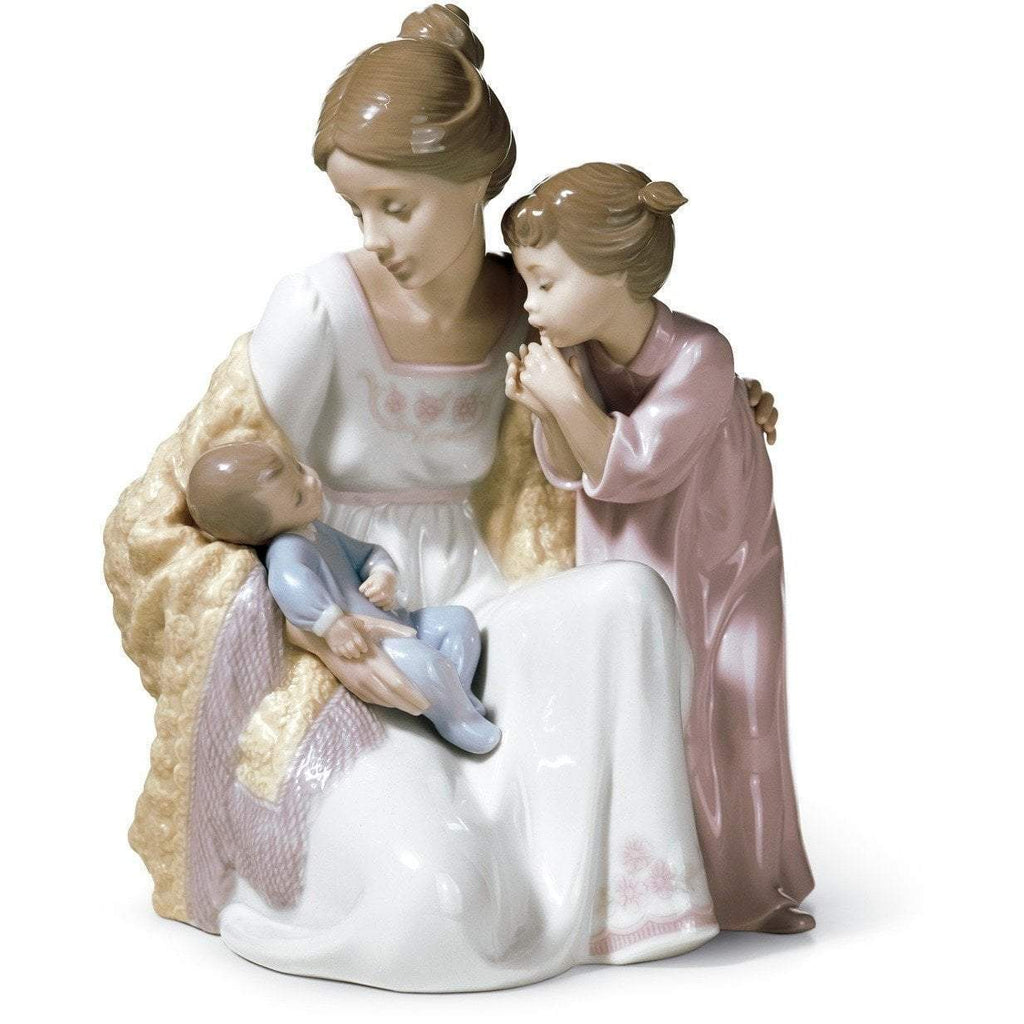 Lladro Welcome To The Family Figurine 01006939