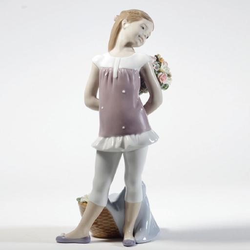 Lladro Your Favorite Flowers Figurine 01008632