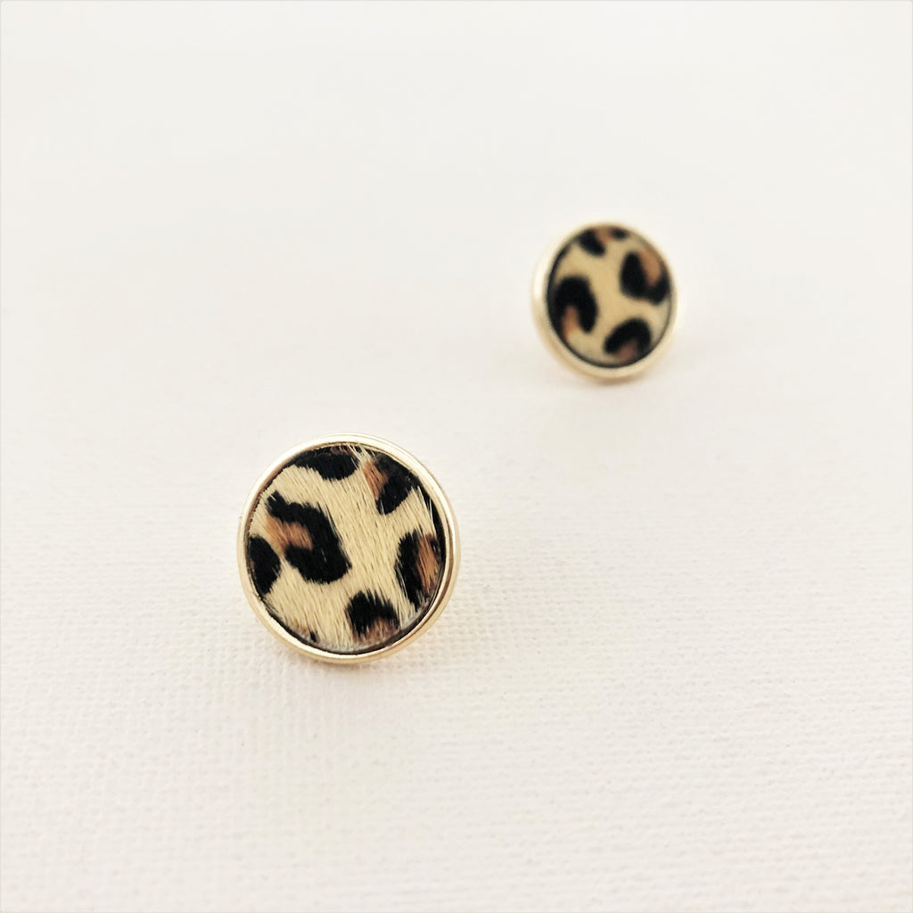 HIDE BUTTON STUD EARRINGS