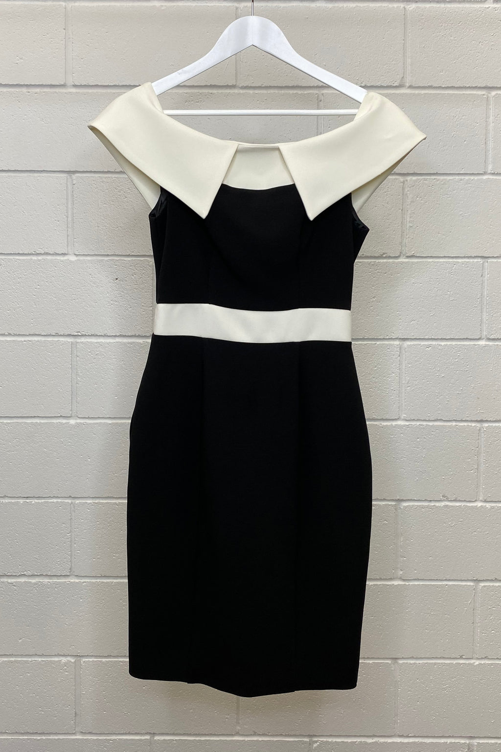 CUE BLACK AND WHITE COLLARED DRESS SIZE 8 | Dress (Preloved)