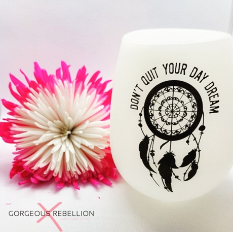 DON'T QUIT YOUR DAY DREAM | Glow In The Dark Silicone Wine Cup
