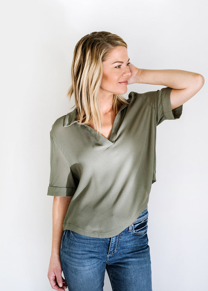 Short Sleeve Top with Collar