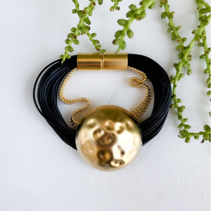 Kris - Black and gold pendant bracelet