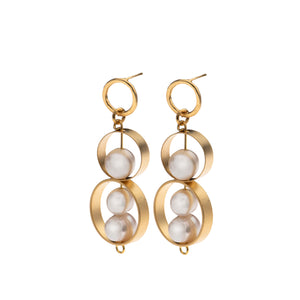 Ellie - Pearl and gold statement earrings