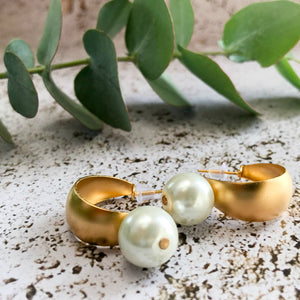 Faith Retro gold & pearl dangle earrings