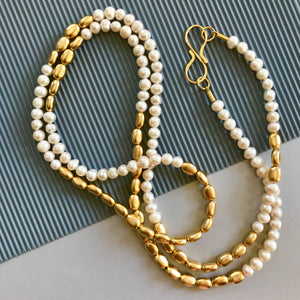 Michelle - Classic white & gold pearl thread necklace