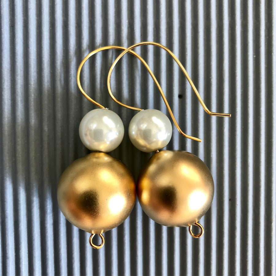 Gabriella Classic white & gold ball earrings