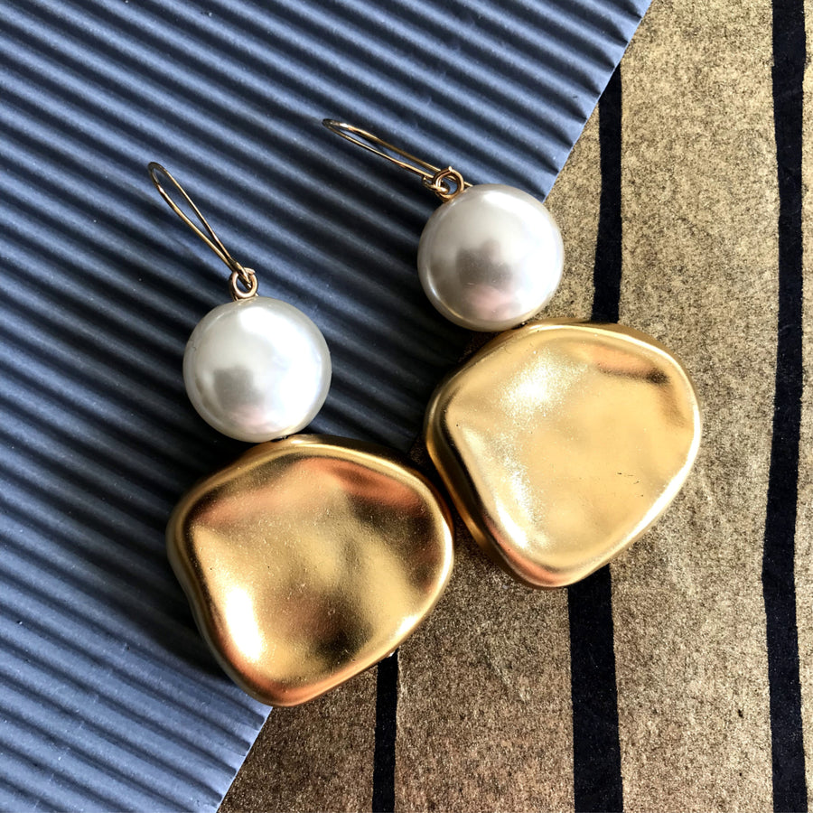 Anna Shimmering white & gold earrings