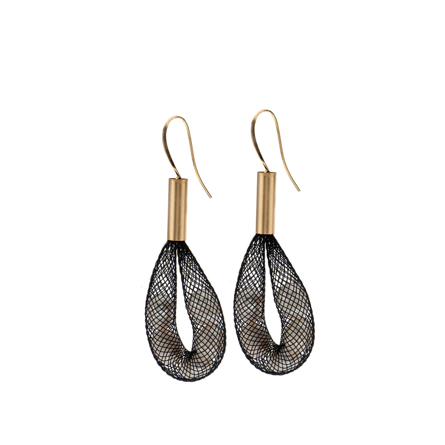 Nora - Edgy mesh and pearl earrings