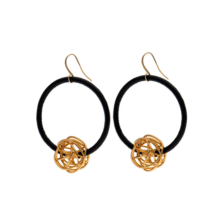 Aria - Black hoop earrings with 24K gold wire ball