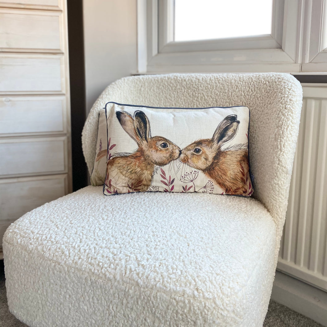 KISSING HARE CUSHION