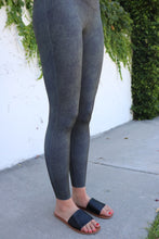 Load image into Gallery viewer, Snakeskin Classic Fit Leggings