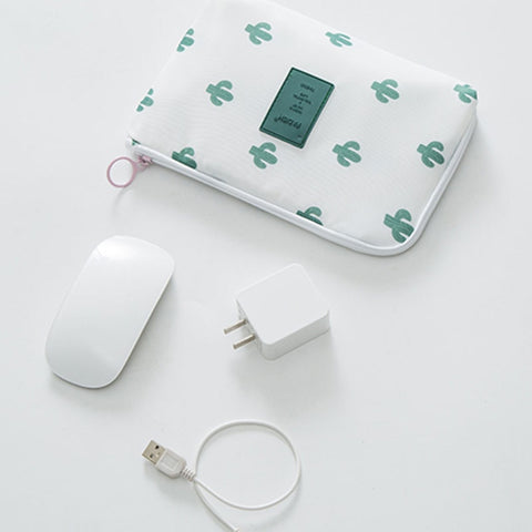 Travel pouch for electronic accessory - Beeredee [variant_title]