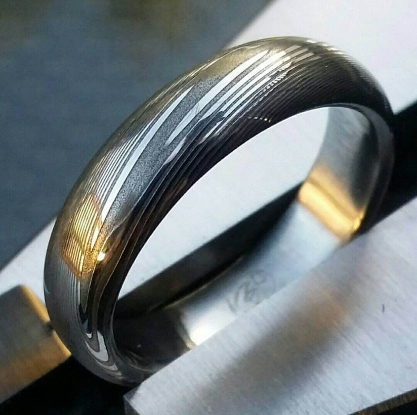 "Damascus steel ring Stainless  5.25mm dark etch""TRADITIONAL"" wood-grain patern (polished finish) ring! wood ring pattern mens rings"