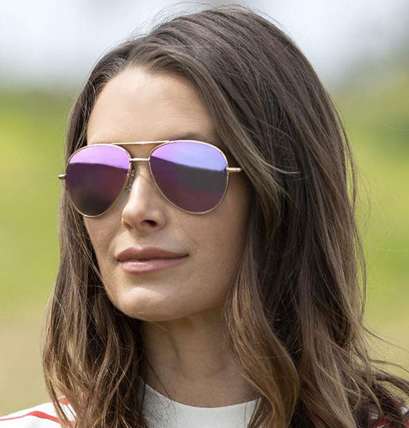 A model wears Peepers Heat Wave Polarized Sunglasses in Pink.