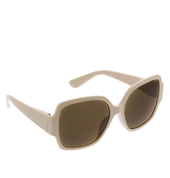 Angled front view of Peepers oversized Carmen Sunglasses in Taupe.