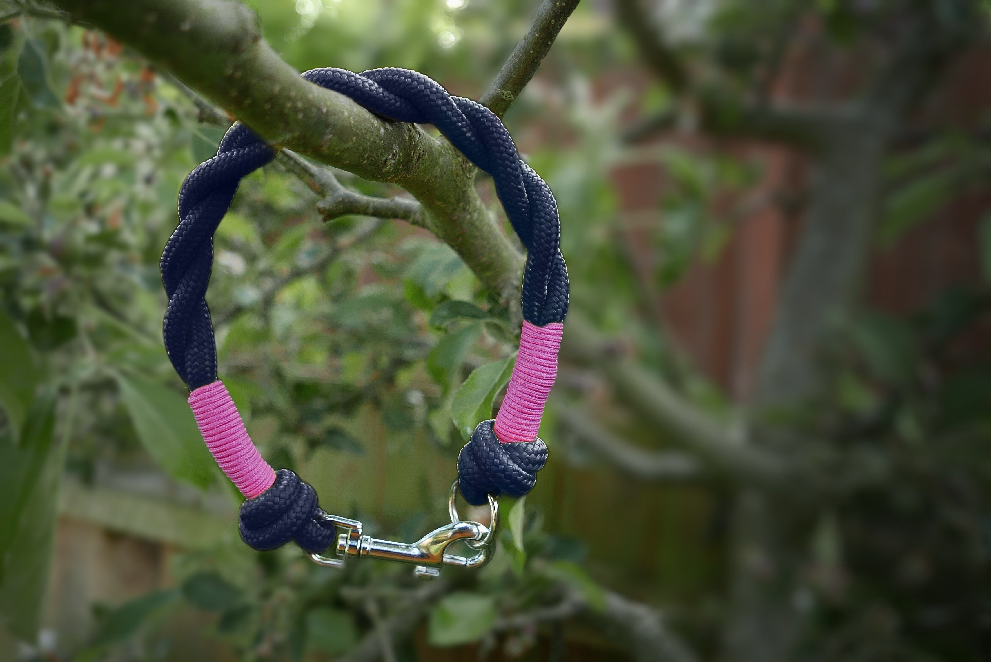 NEW - Customisable Navy Clip & Knot Twist Collar