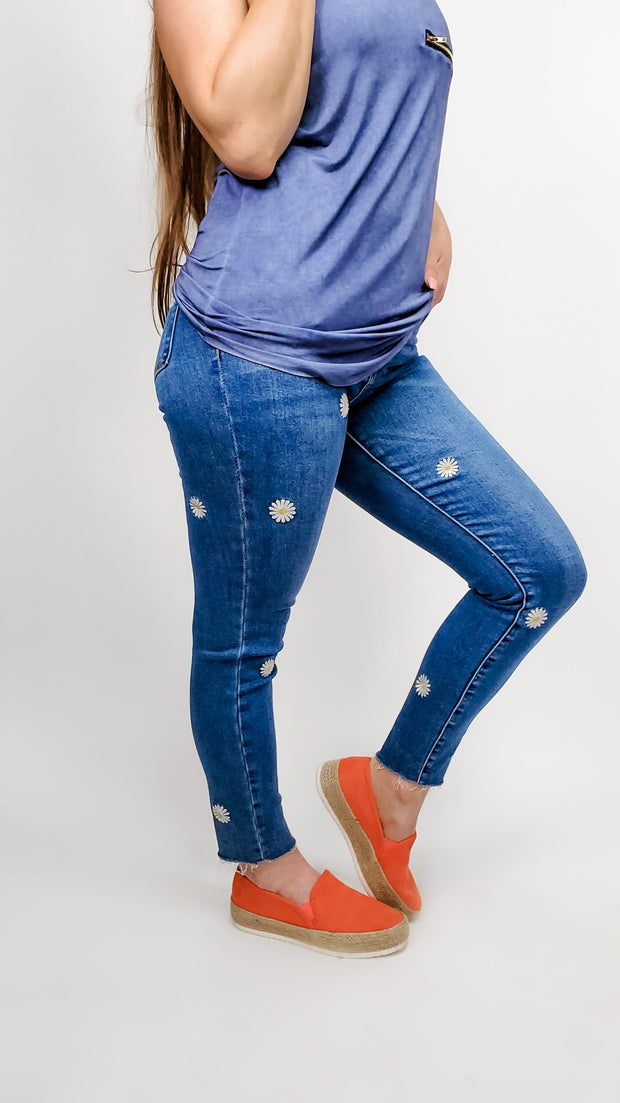 Judy Blue - Daisy Embroidery Skinny Jeans(0-24W)
