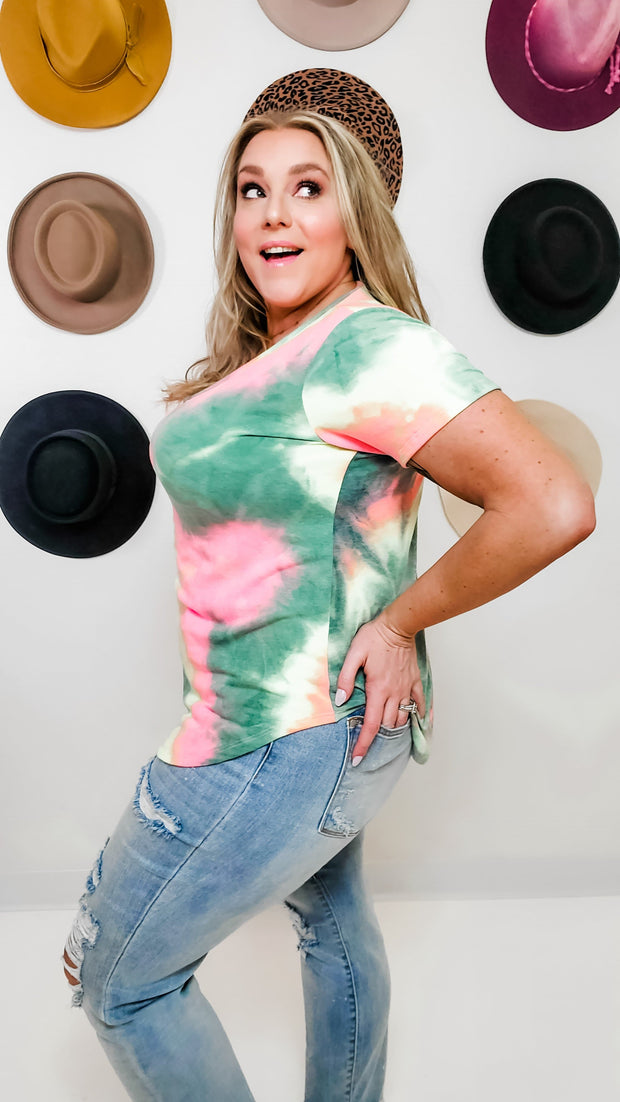 Short Sleeve V-Neck Round Hem Multicolor Tie Dye Print Top (1XL-3XL)