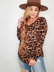 Doorbuster - Luxe Rayon Leopard Print V-Neck Hi-Low Hem Top (S-3XL)