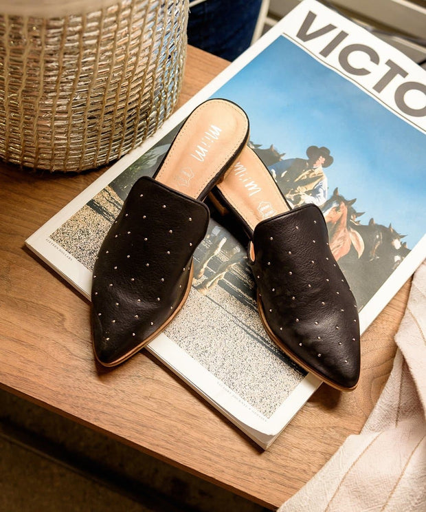 Gaze - Ball Studded Pointed Mule