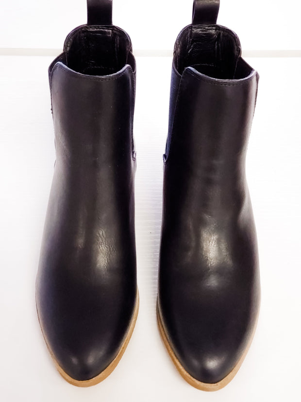 Norway Chelsea Boots - Black and Brown