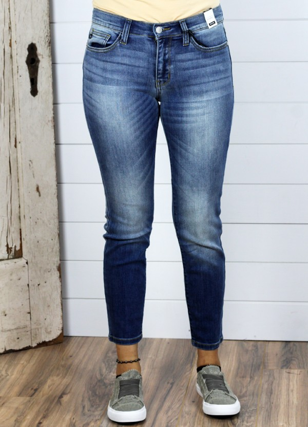 Judy Blue -  Handsand Relaxed Mid-Rise Jeans