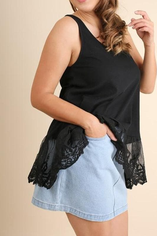Plus Size Lace Hem Tank Top in Black