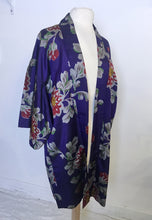 Load image into Gallery viewer, Vintage Kimono 1925 Ikat Silk