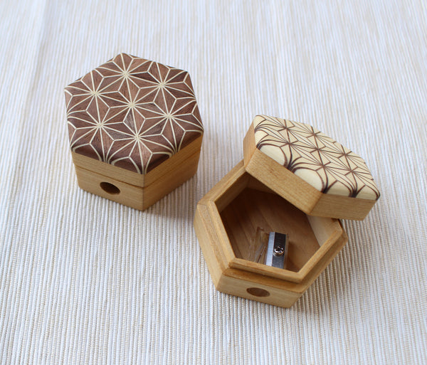 Cohana Pencil Sharpener of Mosaic Woodwork (Hemp Leaf / White)