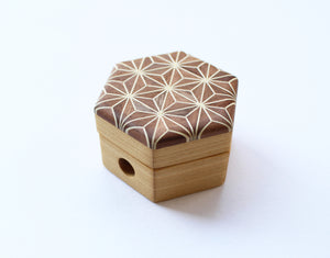 Cohana Pencil Sharpener of Mosaic Woodwork (Hemp Leaf / Brown)