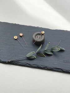 Parquet flower marking pin
