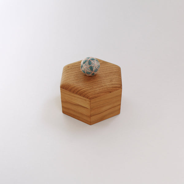 Hexagonal small box of Temari