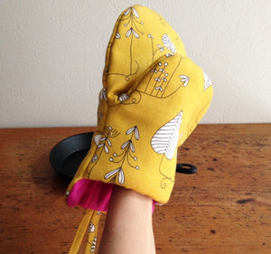 Sewing pattern - EGG oven mitt by Roll