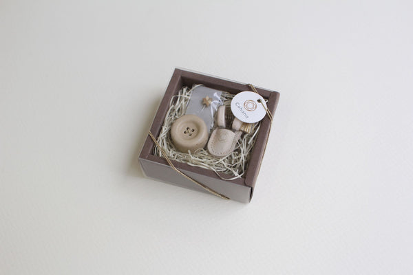 SOLD OUT Cohana Winter Gold 2020 - Mini scissors of Seki and Shigaraki ware button magnet