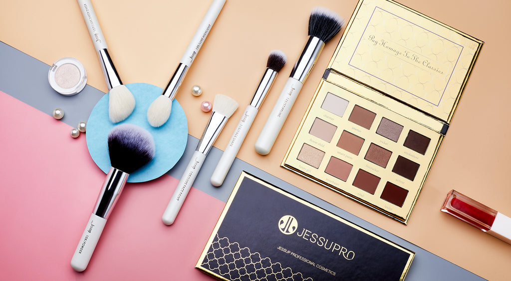 Combo Sets of makeup kits, makeup Brusehs, makeup pallete and brushes cleaner