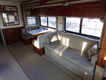 Load image into Gallery viewer, 2004 Fleetwood Southwind 32V