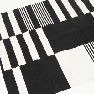 RUG - BLACK AND WHITE 1.2M X 1.8M